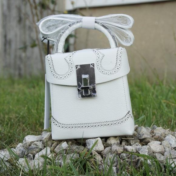 a7d64615931c The Volon Alice Box Bag